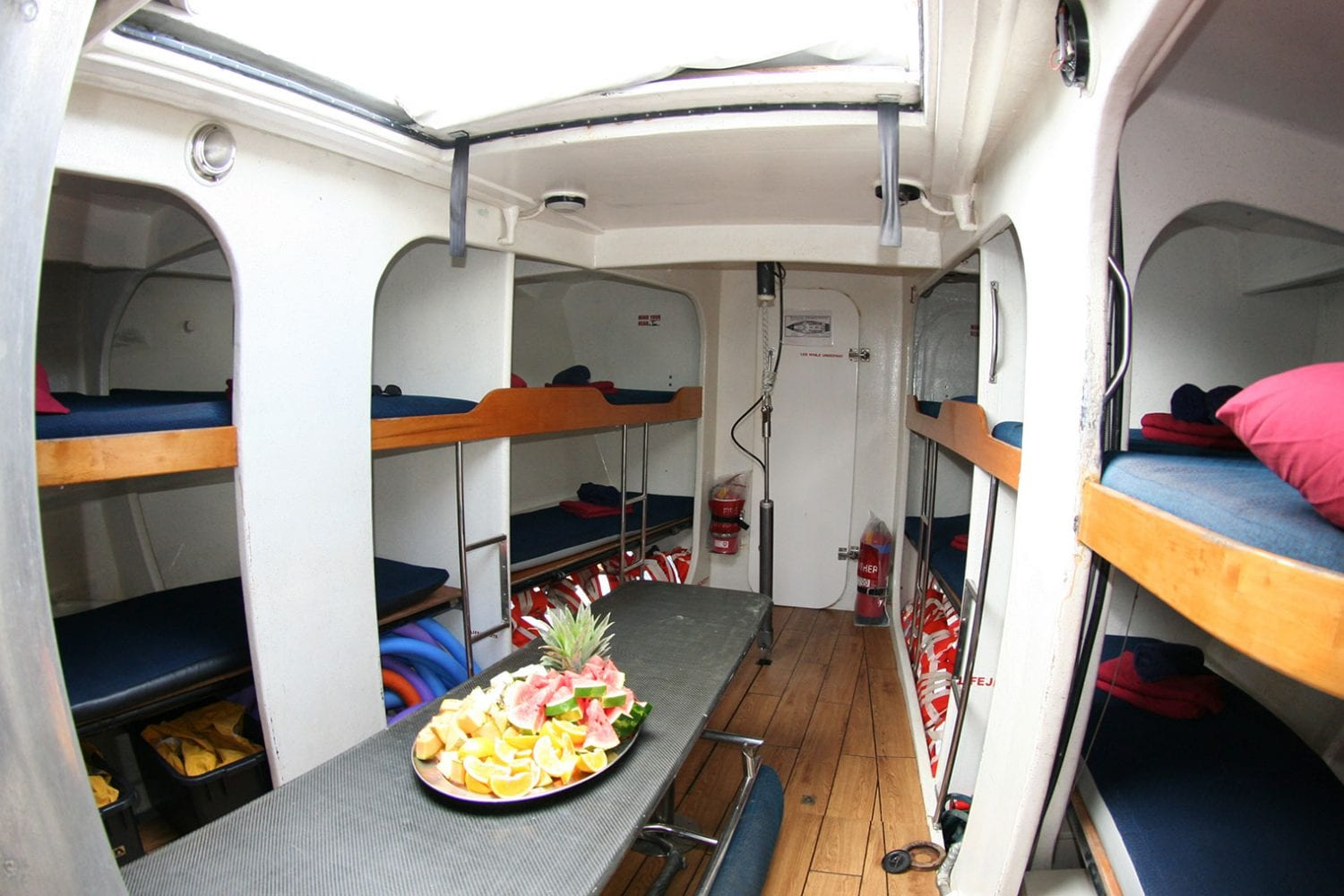 Boomerang---Interior-Bunks-and-Table---Airlie-Beach-Tourism