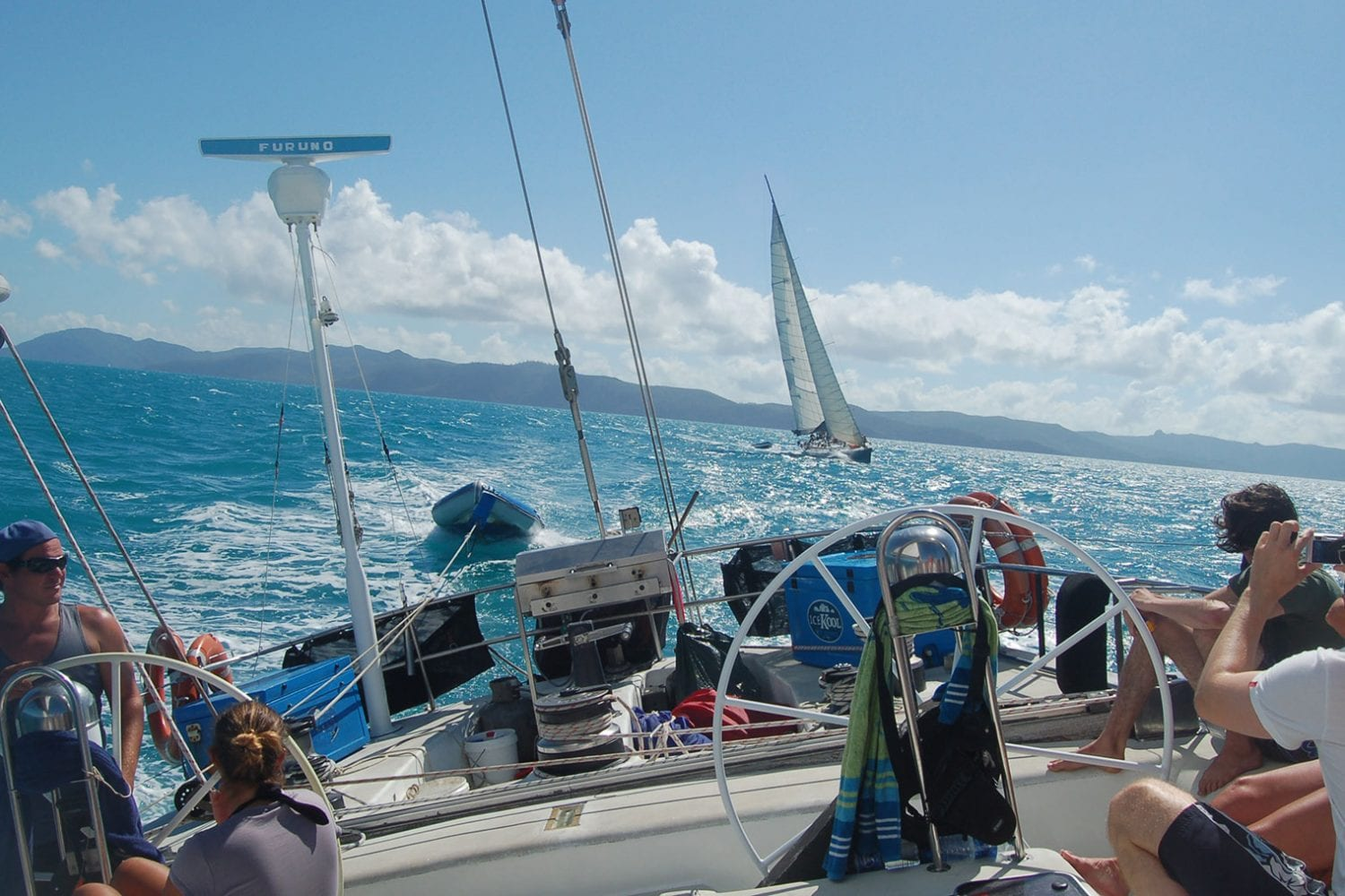 Boomerang---Sailing-Looking-Back-from-Stern---Airlie-Beach-Tourism
