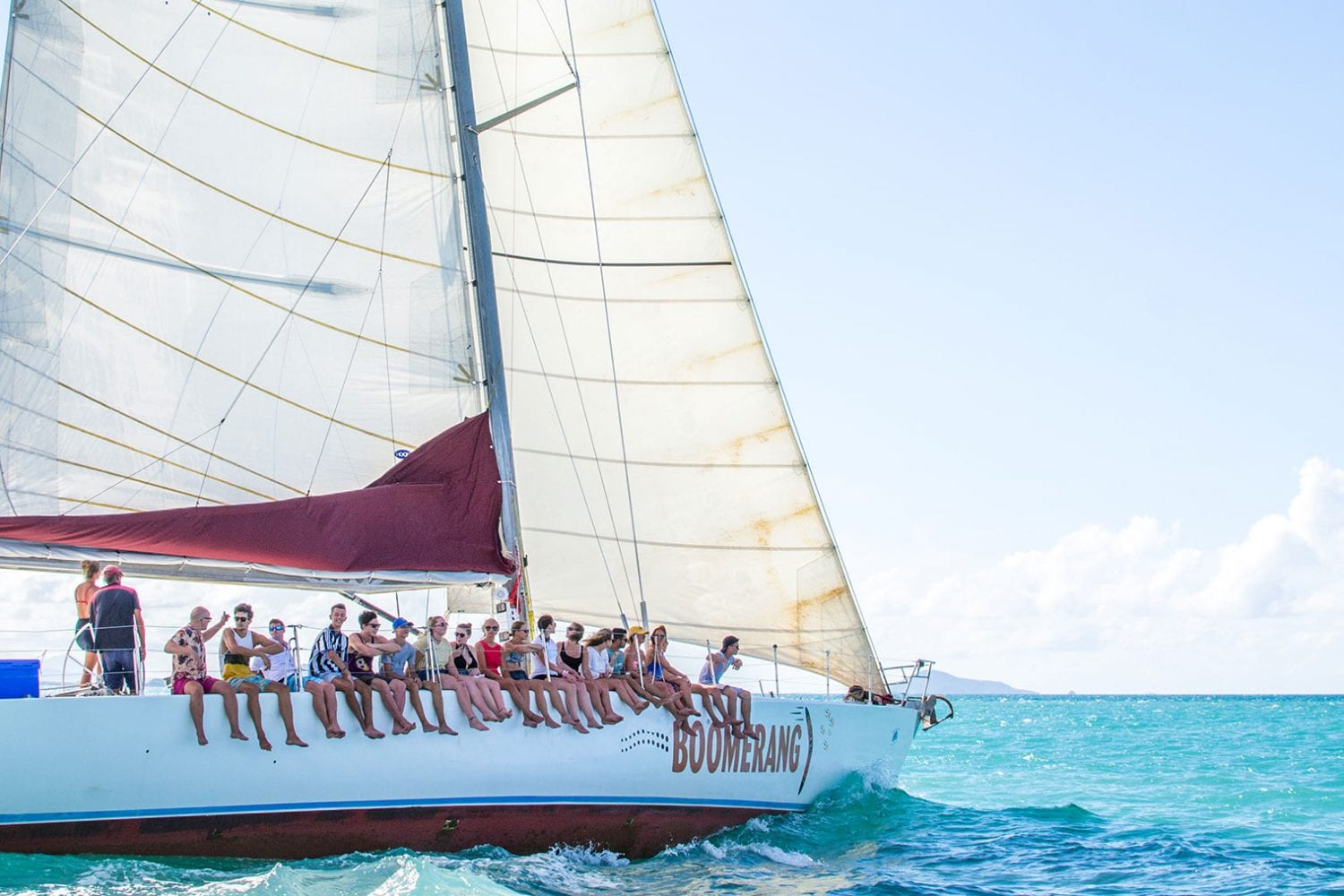 Boomerang---Sailing---passengers-on-the-side--Airlie-Beach-Tourism