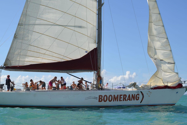 Boomerang---hoisting-the-sails---Airlie-Beach-Tourism