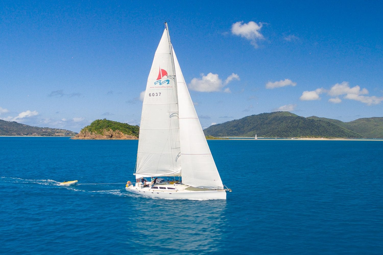 Eureka---Sailing-Deep-Blue-Waters---Airlie-Beach-Tourism