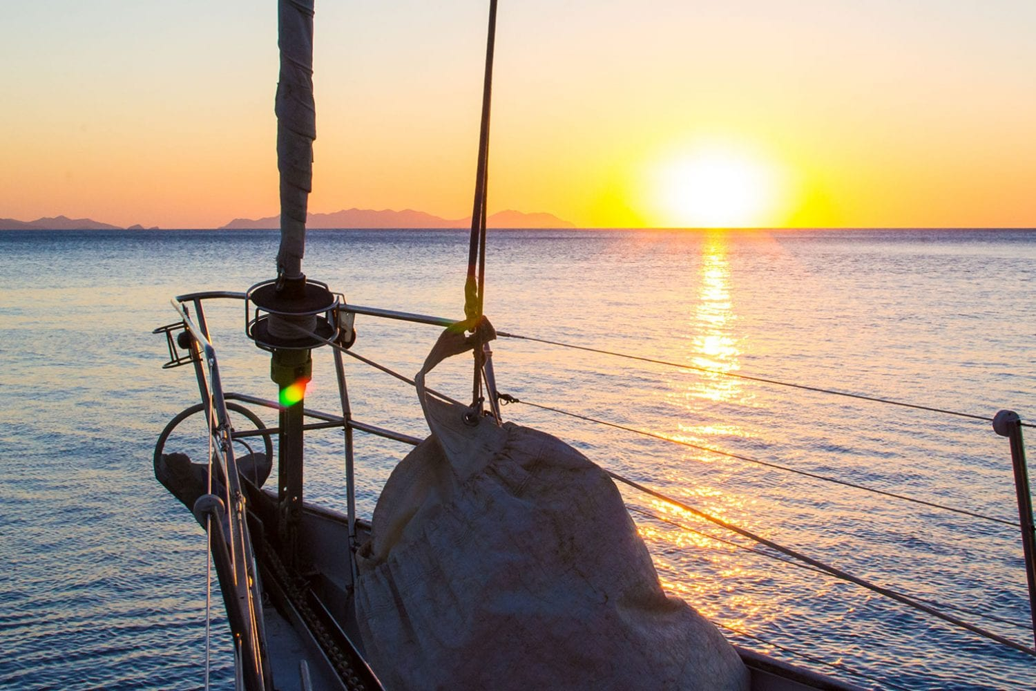 Southern-Cross---Bow-at-Sunset---Airlie-Beach-Tourism