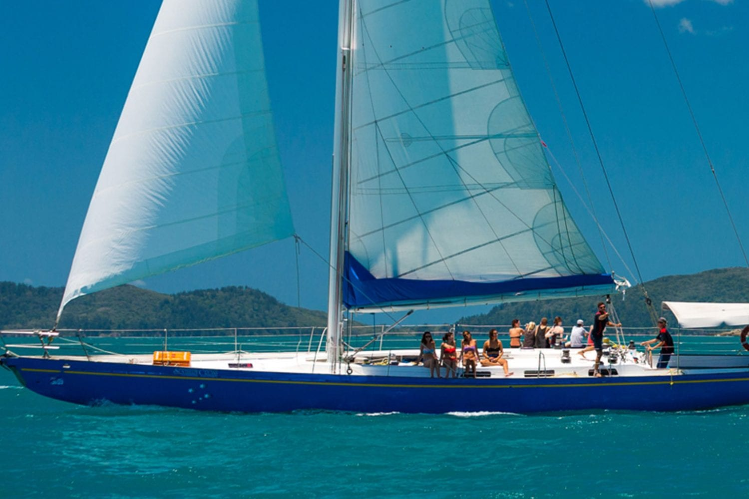 Southern-Cross---Sailing-Side-Shot---Airlie-Beach-Tourism