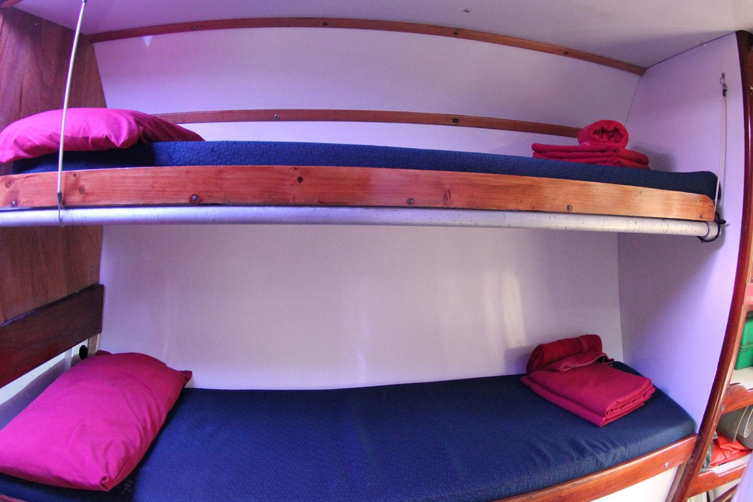 Southern-Cross---Single-Bunks---Airlie-Beach-Tourism